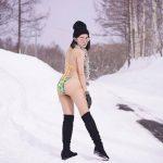 หนาวไม่กลัว กลัวไม่หนาว!! ออคซ์ พริตตี้ สาวสวย กับชุดบิกินี่ลุยหิมะแบบไม่เหมือใคร