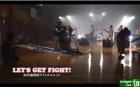 ดาราเอวีร้องเพลง Let's get Fight!