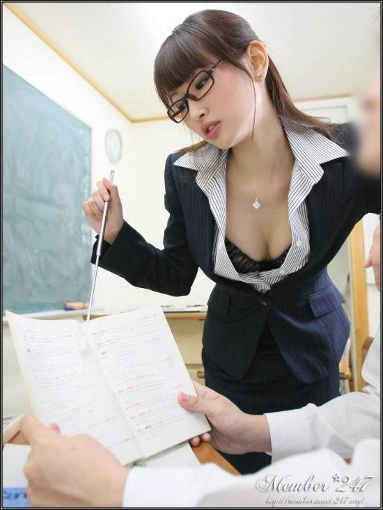 มานะ อาโอกิ ดารา AV ขึ้นปกหนังสือเรียน