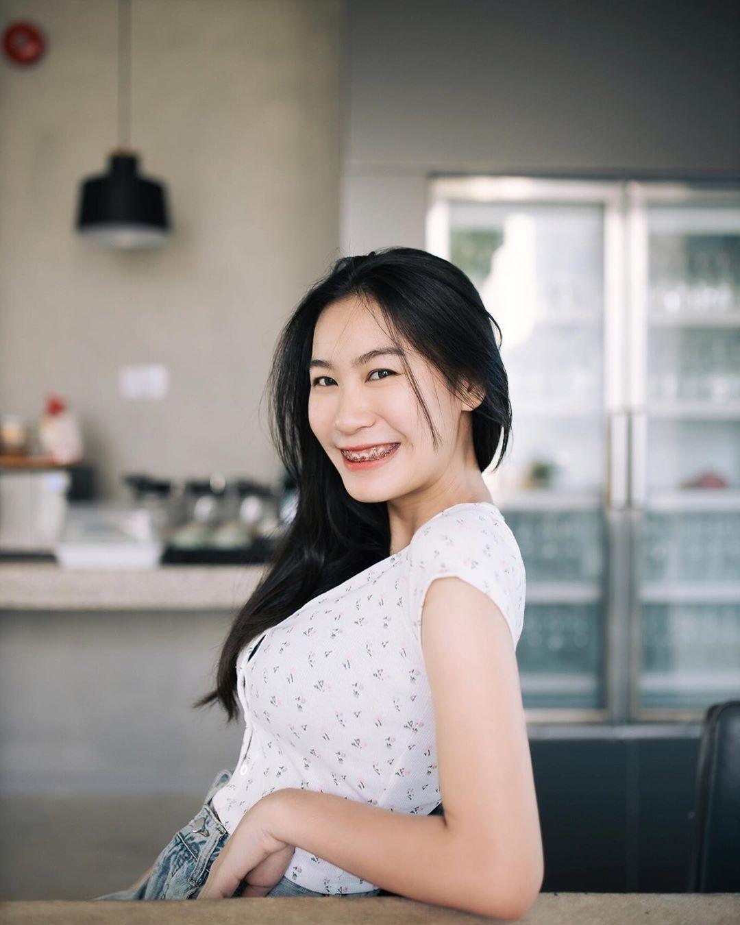 น้องเบ๊นซ์ MLIVE ผู้มาสร้างความปั่นป่วนให้กับโลกโซเชียลในตอนนี้ กับความสวยเซ็กซี่ เผ็ดจี๊ดของนาง - Sirinyatorn Kusapan sirinsp