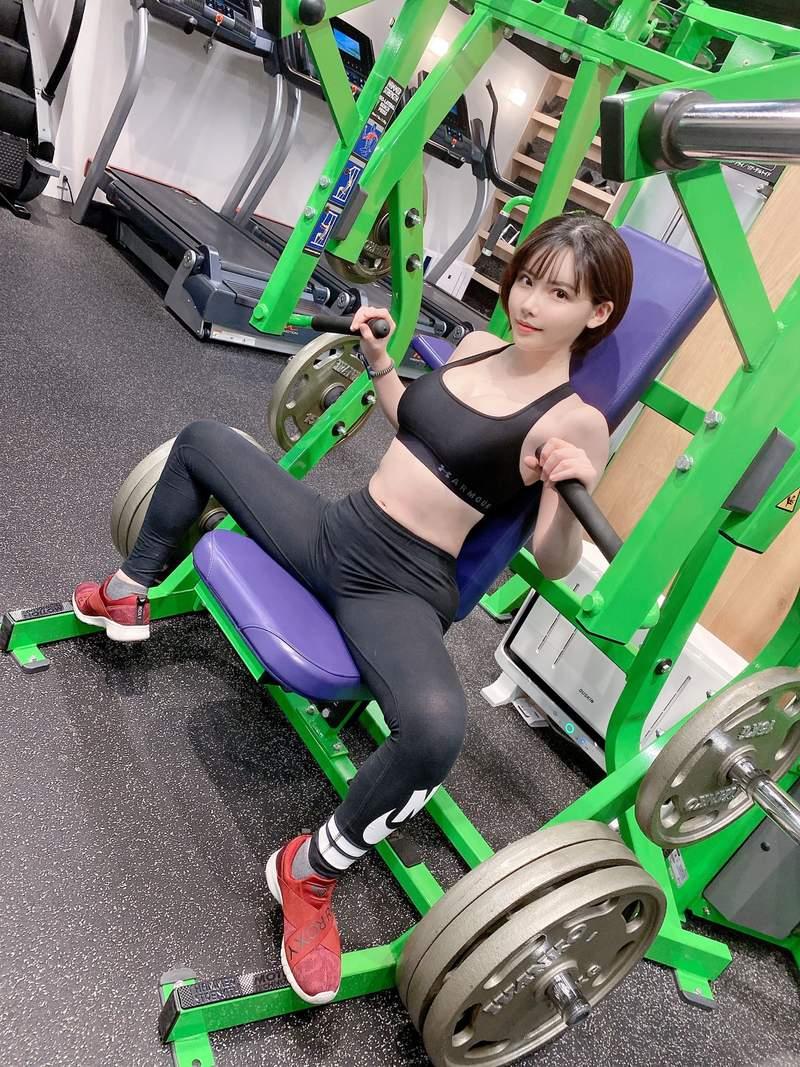มาฟิตหุ่นกับสาวเอวี Eimi Fukada กันเถอะ นี่ไม่ใช่AVนะ เป็นการออกกำลังกายจริงๆ