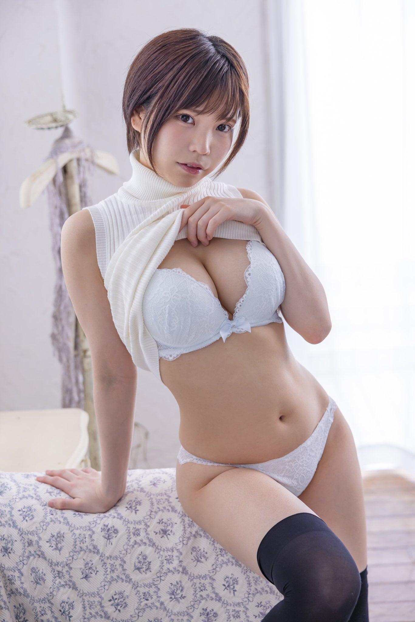 ได้ข่าวว่า Tsukino Hina จะมาแทนที่ Sakura Mana? แต่คิดว่ายังต้องใช้เวลาอีกนาน