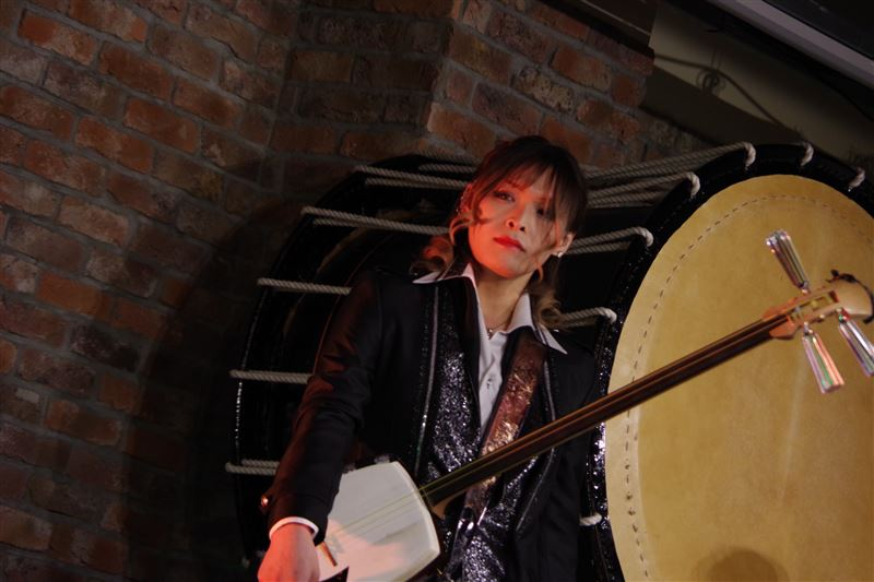 สมาชิกหนุ่ม KIJU ของวงดนตรีญี่ปุ่น Sakuramen ผันตัวเป็นดาราเอวี Riri Momotani ?